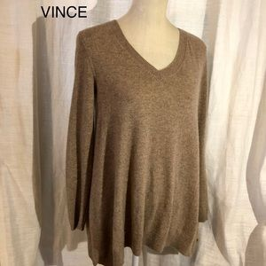 VINCE • Cashmere & Wool blend Sweater
